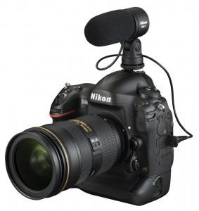 Nikon D4S z podpiętym mikrofonem zewnętrznym